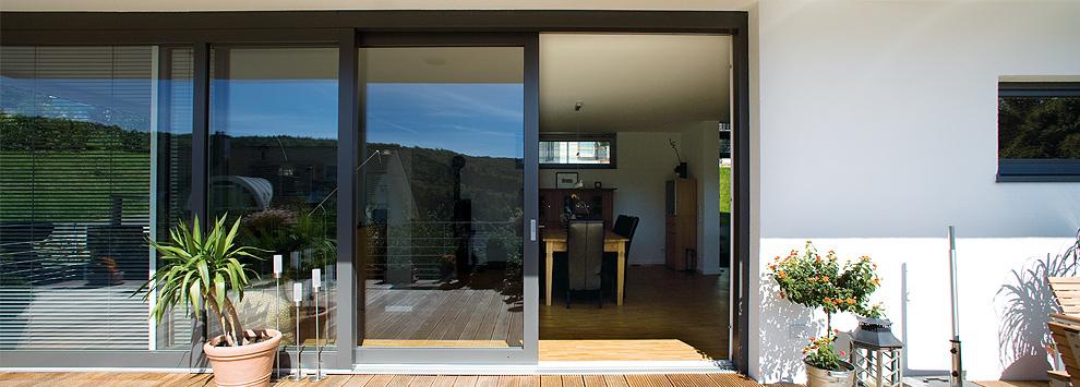 zwischen drinnen und drau en schiebet ren kenngott fensterbau. Black Bedroom Furniture Sets. Home Design Ideas